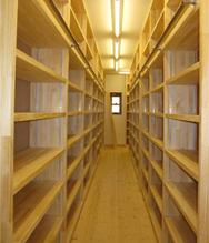 新築伊那市T-2邸書庫棟 書棚2