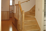 自然塗料を使用した滑りにくい階段