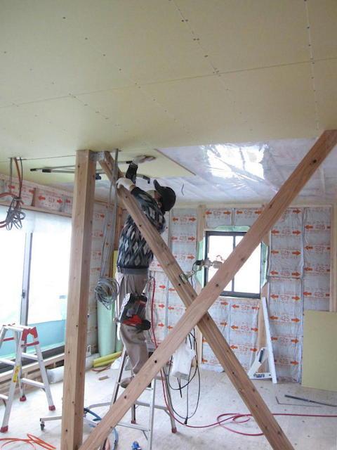 大工工事1-天井下貼り・気密施工