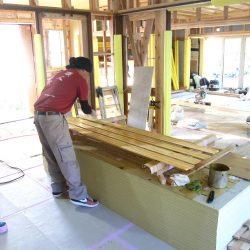 ヒノキ腰板塗装と取付け-伊那市富県Uh様邸